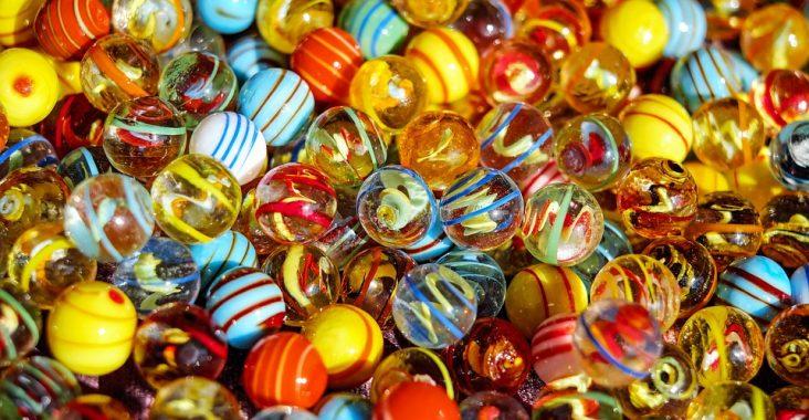 Farvede glaskugler