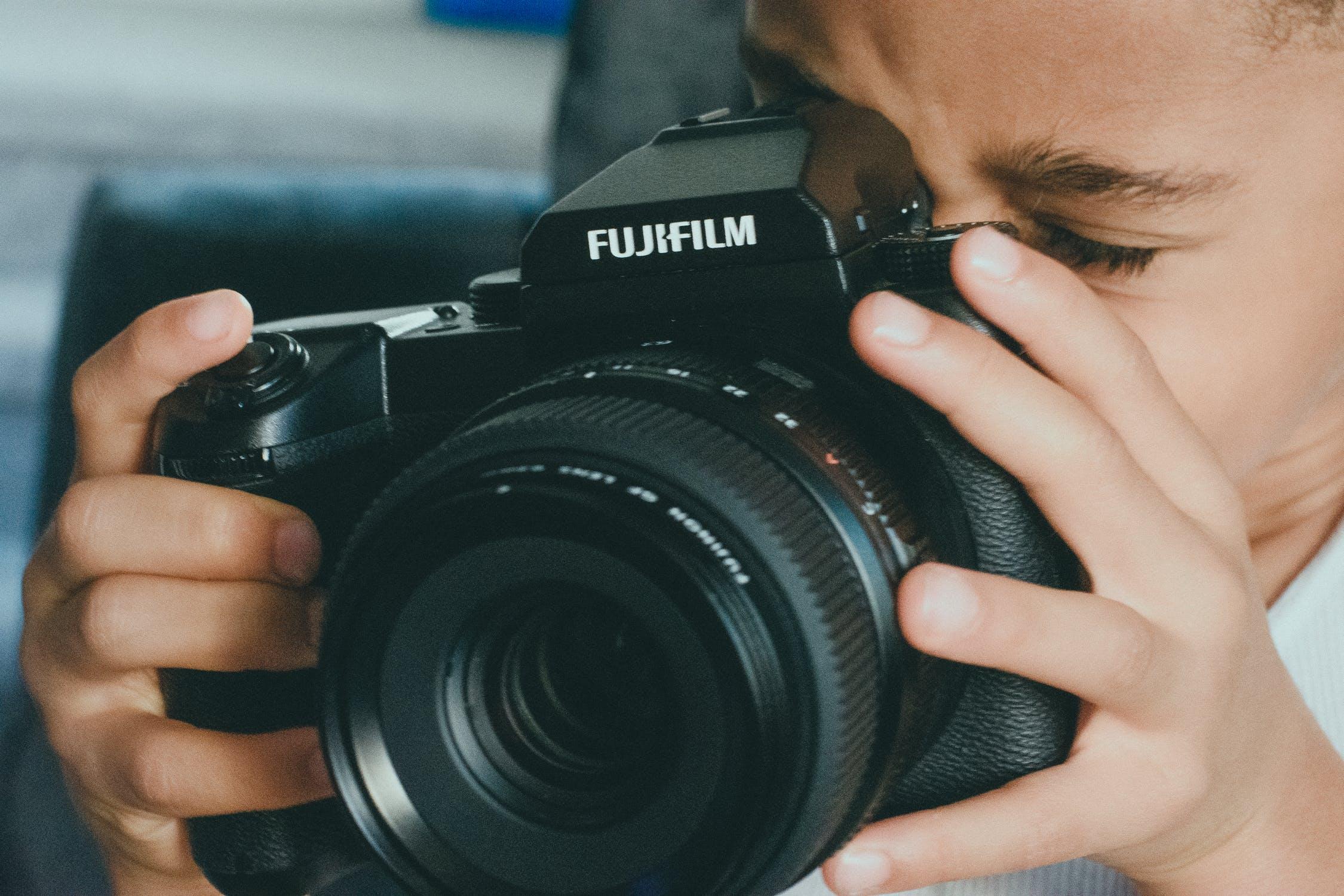 Barn med kamera