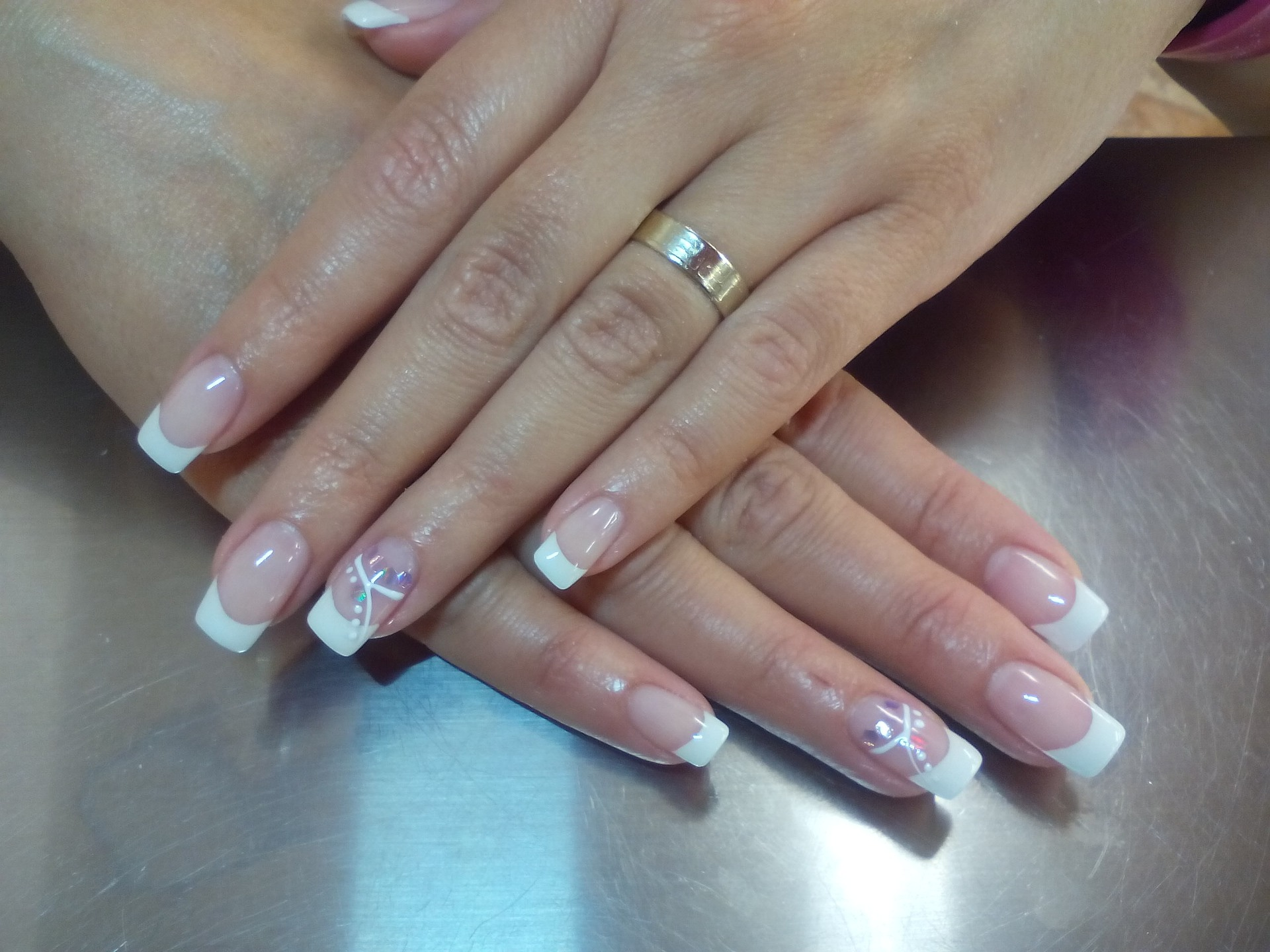 Kvindenegle har fået manicure